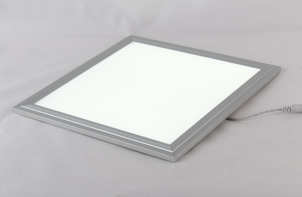 诗凡led面板灯是一款高档的室内照明灯具